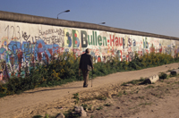 The Berlin Wall : the long walk home